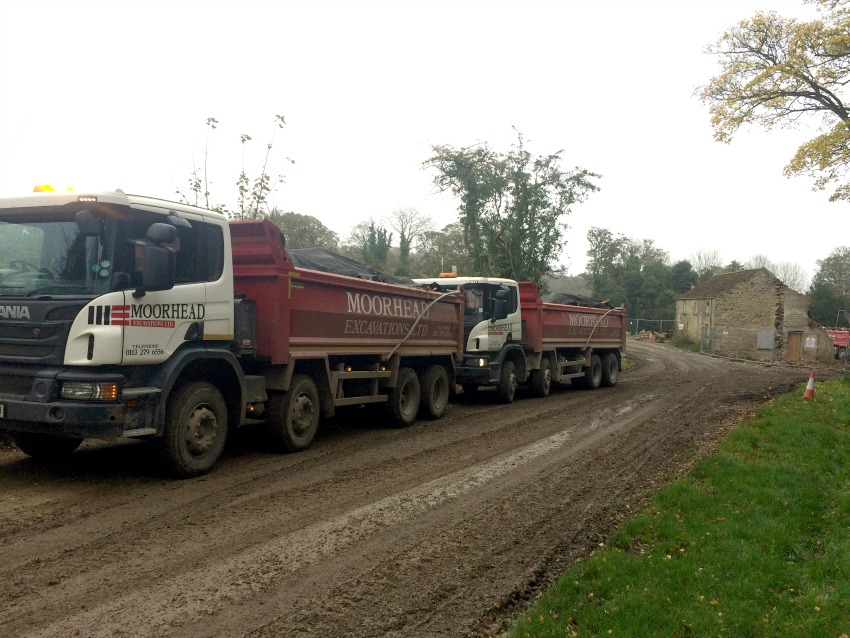 Lories remving waster material from the Ravensick site